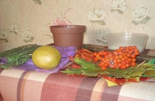 Осенняя поделка в горшке