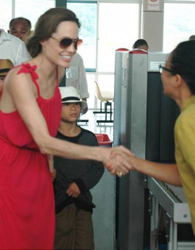 Почему Джоли худеет?